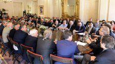 el gobierno firmo el acuerdo social con gremios y empresarios