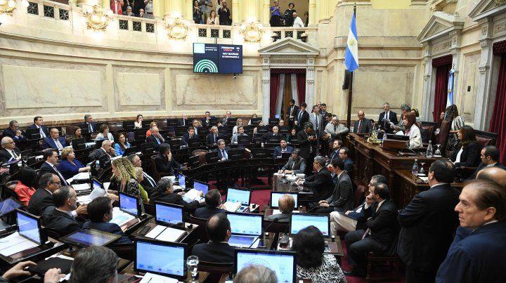 Massa y Cristina congelaron por seis meses los sueldos en el Congreso