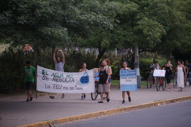 Caminaron por la Costanera de Paraná.