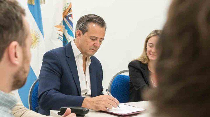 El intendente de Paraná Adán Bahl congeló su salario y el de los funcionarios
