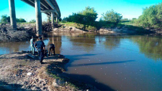 Hallaron ahogado al hombre que se tiró al arroyo Feliciano para rescatar a su hijo
