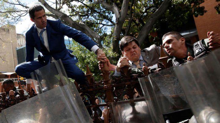 Golpe en el Parlamento: el chavismo desplazó a Juan Guaidó