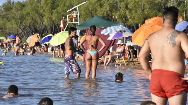 Piedras Blancas es una de las pocas playas habilitadas a la vera del Paraná.