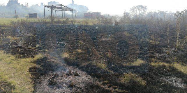 Incendio intencional  afectó un predio y destruyó un quincho