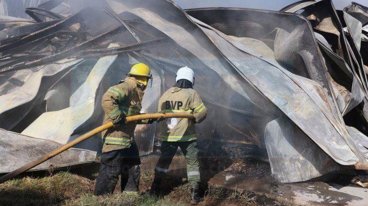 Enorme tarea de Bomberos Voluntarios de Paraná.