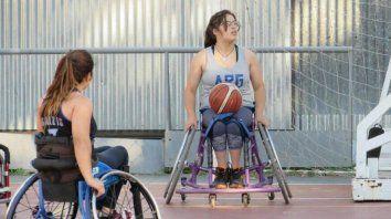 supero adversidades y hoy brilla en el seleccionado de basquet adaptado