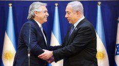 fernandez remarco a netanyahu el compromiso por esclarecer el atentado a la sede de la amia.