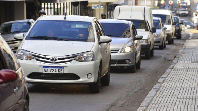 Hay un automóvil cada 2,5 habitantes y es de 17 años la antigüedad promedio