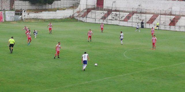 El encuentro se desarrolla, a puertas cerradas, en el estadio de Atlético Paraná