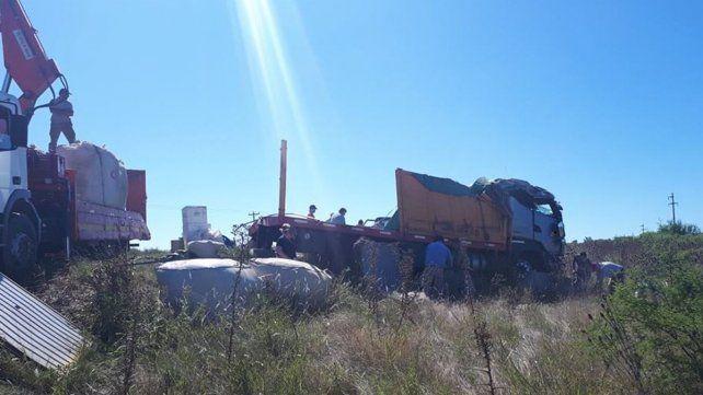 Los bolsones de la yerba a granel fueron cargadas en otro camión.