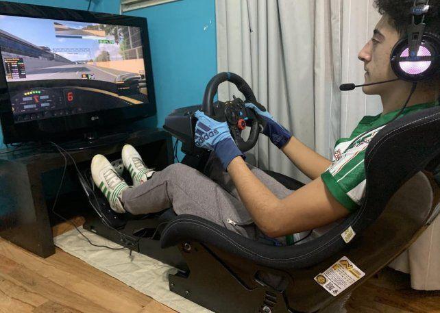 Mateo Guzmán lejos del karting pero pegado al simulador