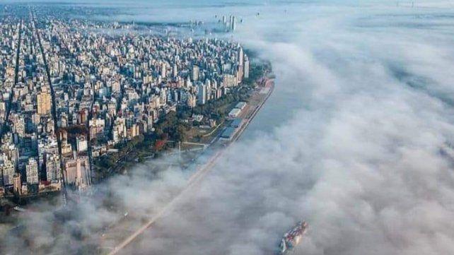 Una imagen del humo sobre Rosario. La Justicia resolvió a favor del medio ambiente.