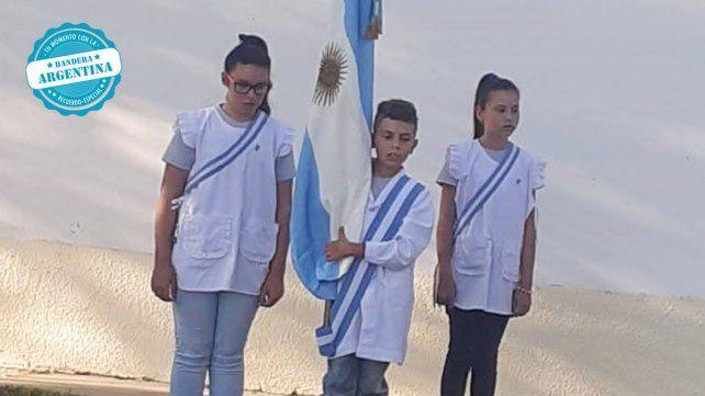 Escuela  N°83 Armada Argentina de Colonia Argentina. Abanderado Nicola Matias. 1er escolta Azul Isarrualde . 2da escolta Mara Isarrualde