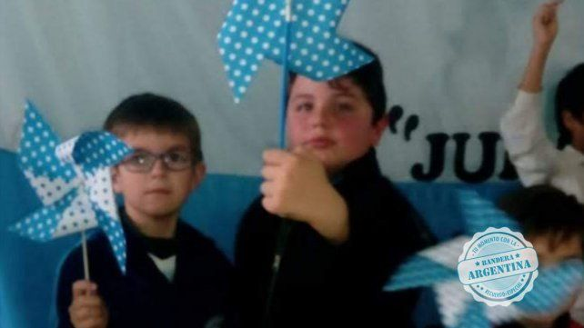 Acto por el 20 de junio de 2019 Escuela  N°83 Armada Argentina de Colonia Argentina Natanael Peltzer Carletti y Santino Pereyra