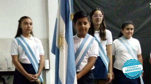 Camilo Scoreanzi abanderado de la escuela Santa Ana