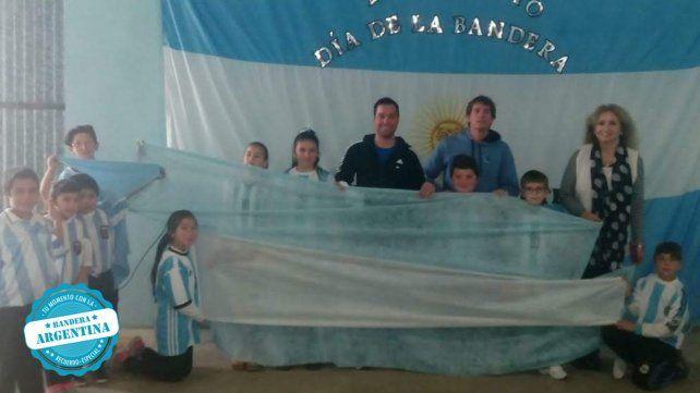 La primera foto es del inicio del ciclo lectivo 2020. Escuela  N°83 Armada Argentina de Colonia Argentina
