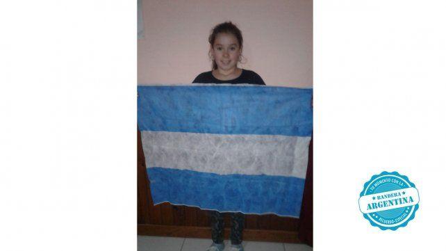 Naiara Roth de Bovril nos mandó su foto con la Bandera