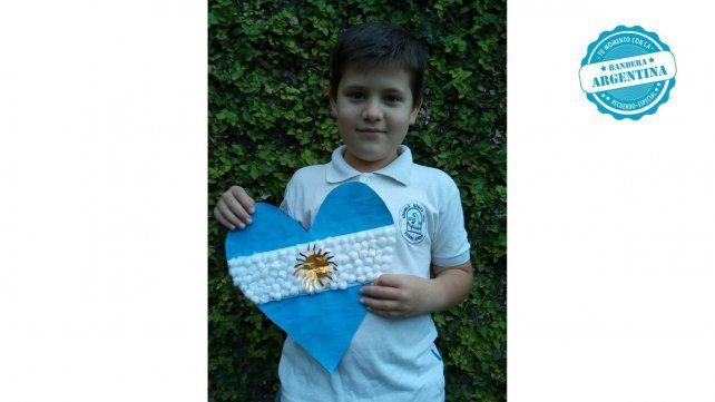 Paolo Scoreanzi saluda a su bandera en su día