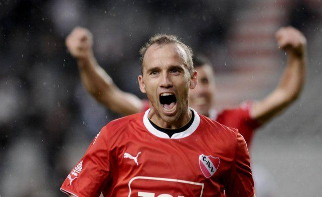 El ex Unión Martín Zapata anotó un gol histórico con la camiseta de Independiente