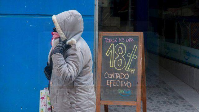 Mucho abrigo para protegerse de los vientos, este martes en Paraná.