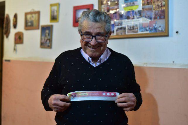 A los 81 años Jorge lee todos los días el diario.