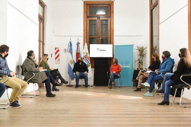 El intendente Bahl lideró la reunión en la que se estipuló reforzar los controles en Paraná, ante el incremento de casos de coronavirus.
