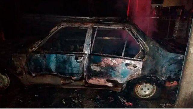En horas de la mañana de ayer la Policía recibió un llamado telefónico por elincendiode un vehículo
