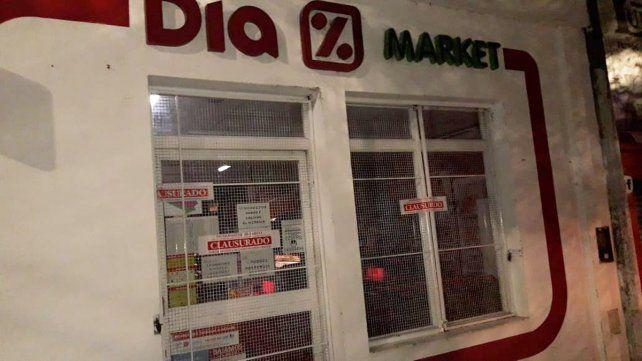 La municipalidad de Paraná clausuró el martes por la noche la sucursal de una cadena de supermercados, ubicado en Avenida Ramírez al 900