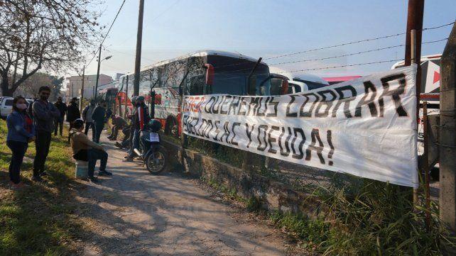 Internas gremiales y protestas nublan más el panorama del transporte público de Paraná, que cumple un mes consecutivo sin servicios.