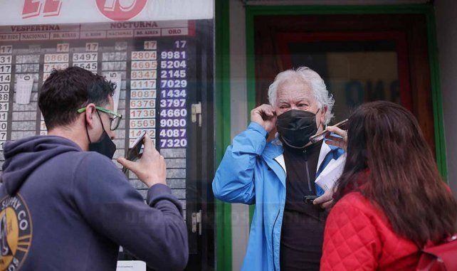 Desde el domingo 19 de julio un apostador que jugó su boleta del Quini 6 en Paraná es nuevo millonario. El feliz ganador se presentó en la sede central de Iafas para hacerse acreedor de su premio. Mario, el agenciero, mostró su alegría.