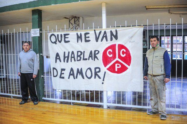En el Club Ciclista, en Paraná, firmes en el cuidado de la institución.