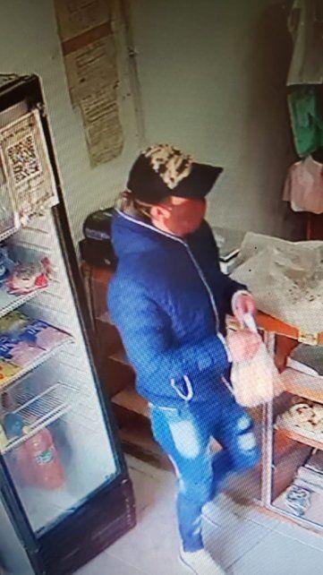 El asalto quedó registrado en las cámaras de la panadería