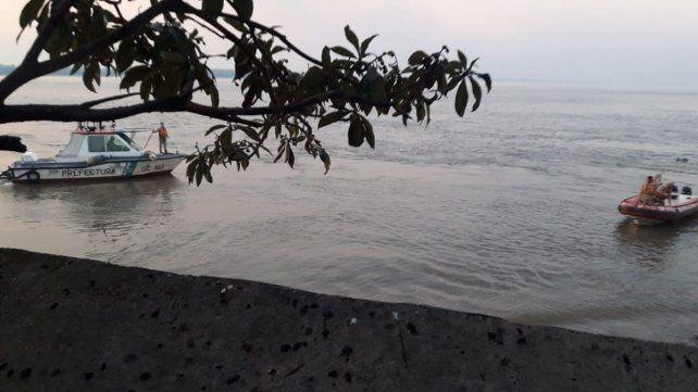 Prefectura busca intensamente a un hombre que cayó en las aguas del río <a href=