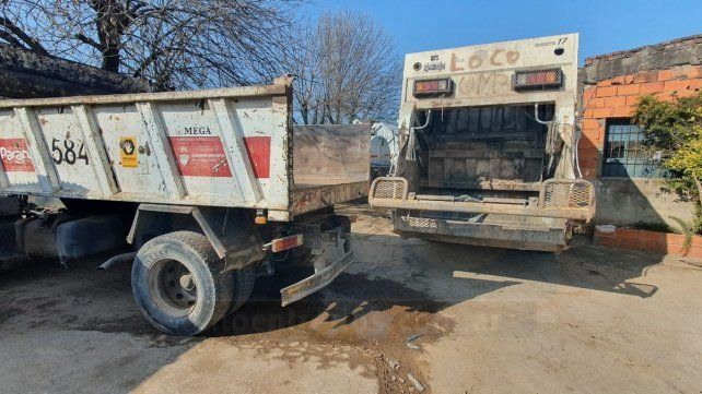 Paraná: empleado municipal quedó aprisionado entre dos camiones recolectores