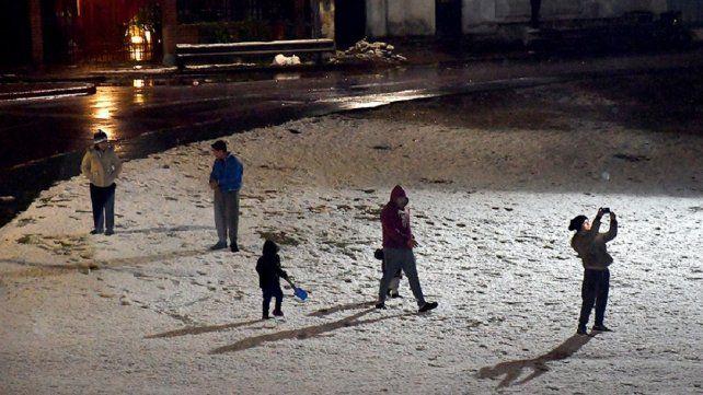 Las postales de la nieve en Córdoba y del clima frío en varios puntos del país inundaron las redes.