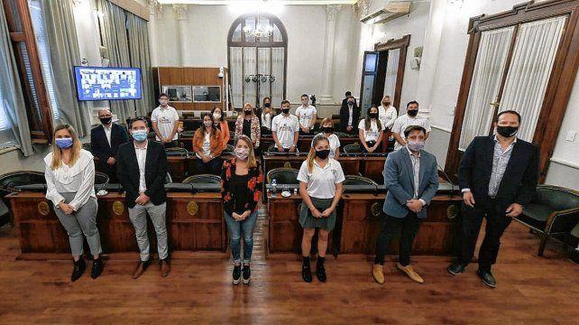 Laura Stratta encabezó el acto de apertura del Senado Juvenil, junto a Martín Müller, del CGE.