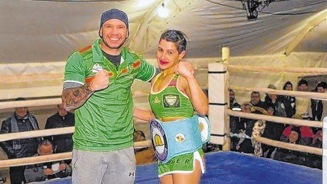 """Cinthia Salomé: """"La Camionera"""", que con 29 años lleva 17 peleas ganadas y dos perdidas."""